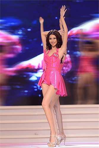 Vài giờ trước khi đêm chung kết Hoa hậu Hoàn Vũ Việt Nam 2015 diễn ra, Quang Hùng bất ngờ gửi lời động viên đầy tình cảm đến bạn gái Quỳnh Châu, thí sinh đang được đánh giá cao cho chiếc vương miện danh giá