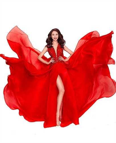 Trước khi tham gia Hoa hậu Hoàn vũ, Quỳnh Châu từng được nhiều người biết đến khi vào top 9 Vietnam's Next Top Model 2014, đồng thời là Người mẫu chiến thắng (Lucky Model) tại cuộc thi Project Runway cùng năm.