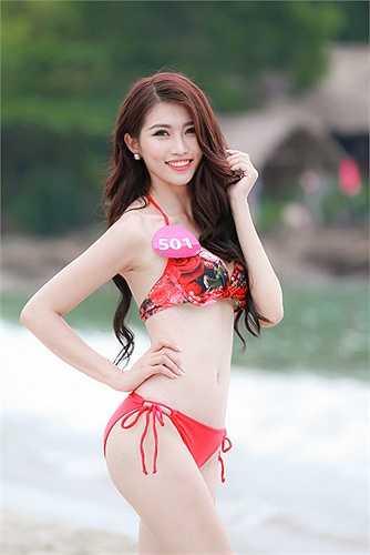 Quán quân Vietnam's Next Top Model 2013 Mâu Thủy cũng gửi lời ủng hộ 'hai tay hai chân' đến đàn em.
