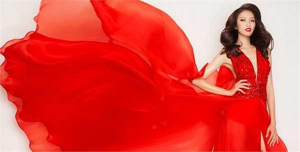 Chế Nguyễn Quỳnh Châu sinh năm 1994 tại Đà Lạt, đang là sinh viên ĐH Tài chính - Marketing. Người đẹp cao 1m72 với chỉ số hình thể 80-61-87.