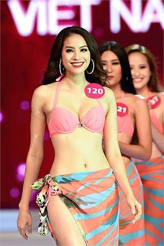 Phần trình diễn bikini đầy ấn tượng của Phạm Thị Hương tại đêm chung kết Hoa hậu hoàn vũ Việt Nam 2015.