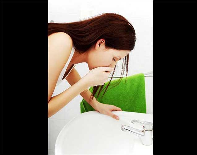 3. Khó tiêu xảy ra thường xuyên? Trên thực tế, khó tiêu, buồn nôn, đầy hơi, ợ nóng.. là triệu chứng của ung thư buồng trứng. Nếu những điều này xảy ra thường xuyên, hãy tham khảo ý kiến bác sĩ.