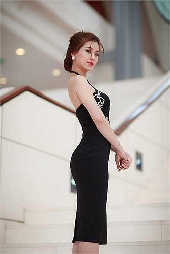 Thời gian gần đây, Á hậu Việt Nam 2014 được khen ngợi bởi hình ảnh ngày càng lột xác của mình.