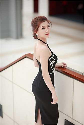 Sau khi ẩn mình, cô đang trở lại với showbiz với một hình ảnh tươi mới, trẻ trung, và hấp dẫn hơn.