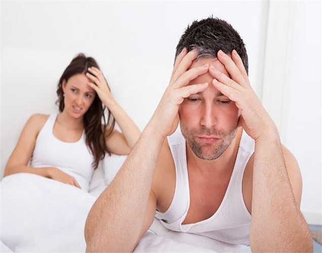 1. Triệu chứng đầu tiên ham muốn tình dục ở mức thấp. Điều này có thể do mức độ testosterone giảm đi.