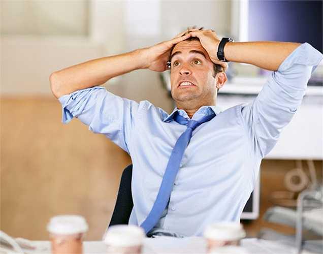 7. Một triệu chứng không phổ biển lắm là họ cảm thấy khó chịu và tâm tính thay đổi khi người đàn ông trải qua quá trình mãn dục.