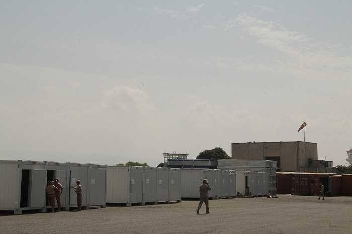 10 xe tải tiếp nhiên liệu cho máy bay quân sự và trực thăng được triển khai đến đây