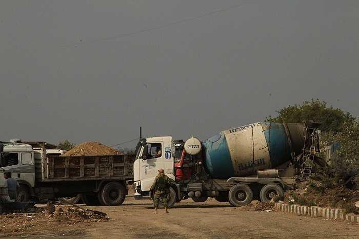 Chỉ trong một thời gian ngắn, các cơ sở vật chất được xây dựng, gồm trạm nhiên liệu, kho quân nhu, thực phẩm