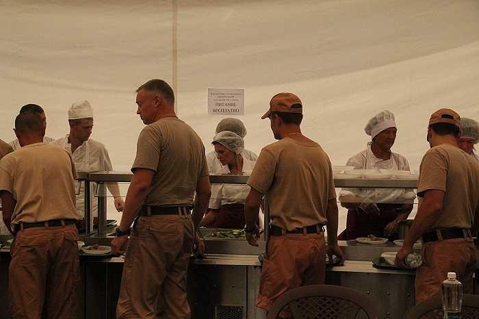 Bữa ăn của binh lính Nga ở căn cứ Hmeymim