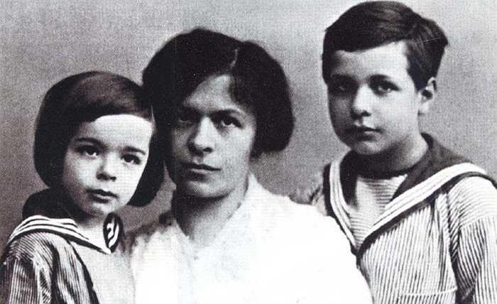 Đến năm 1910, ông chào đón đứa con trai tiếp theo, là con út trong 3 người con của ông