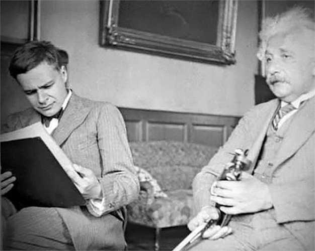 Gia đình, các con cháu của Einstein hiểu được rằng ông vô cùng nổi tiếng và tài giỏi nhưng họ không có đủ kiến thức để biết về các công trình nghiên cứu của ông