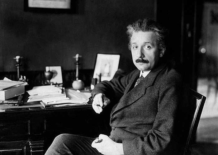 Nhận được giải Nobel nhưng Albert Einstein muốn đạt được nhiều điều to lớn hơn. Ông bắt đầu nghiên cứu nhiều lĩnh vực, như vật lý lượng tử hay lực hấp dẫn ...