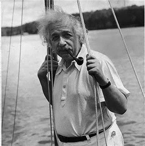 Năm 1929, Albert Einstein được đề nghị quyền sống trọn đời tại Berlin, Đức
