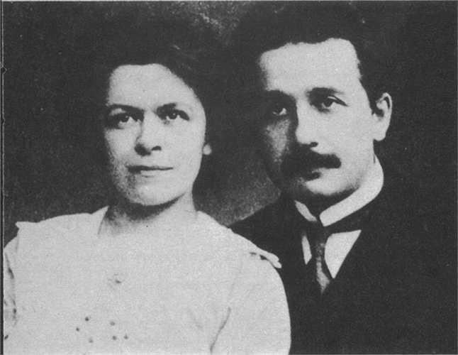 Cùng năm đó, Albert Einstein có con với người bạn học là Mileva Marić. Tuy nhiên, đến nay số phận của người con gái đầu lòng từ cặp vợ chồng này không rõ ràng, có tin cho rằng họ đã để nó làm nuôi còn thông tin khác thì cho rằng đứa con gái này đã chết vì bệnh tật
