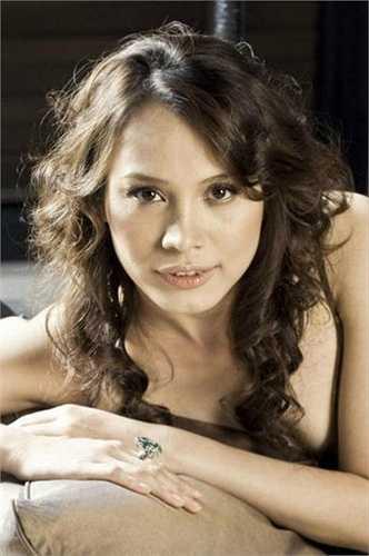 Hoa hậu Việt Nam 1998 Ngọc Khánh được cho là bản sao của nữ minh tinh Hollywood, Julia Roberts.