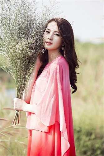 Hoa hậu Việt Nam 2012 Đặng Thu Thảo là 'bản sao' của người đẹp Hong Kong, Trương Bá Chi.