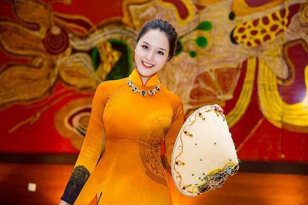 Hai nàng Á hậu trưởng thành từ cuộc thi Hoa hậu Việt Nam 2012 và 2014 là Hoàng Anh và Diễm Trang đã có dịp hội ngộ khi cùng nhận lời trình diễn thời trang trong một sự kiện tại Hà Nội.
