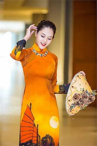 Trong chương trình, hai Á hậu cùng đảm nhận vai trò vedette cho màn trình diễn thời trang của Thái Tuấn.
