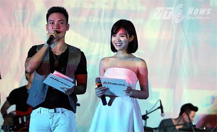 Dù là fan ruột của MU, nhưng Tú Linh cho biết kết quả trận đấu này không quan trọng bằng một tinh thần đoàn kết, giúp đỡ lẫn nhau.