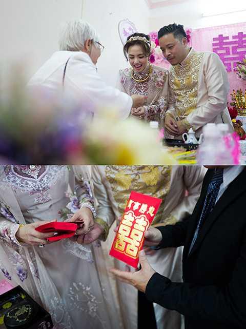 Gia đình hai bên vui mừng chúc phúc cho đôi bạn trẻ trăm năm hạnh phúc.