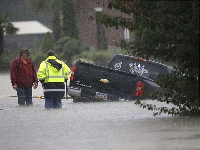 Cơ quan dự báo thời tiết cho biết mưa ở South Carolina sẽ tiếp tục cho đến 6/10. Nhiều nơi phải ban bố tình trạng khẩn cấp