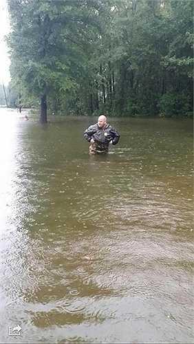 Dự báo mưa ở South Carolina vẫn còn kéo dài, lượng nước mưa đo được đã lên tới 610mm