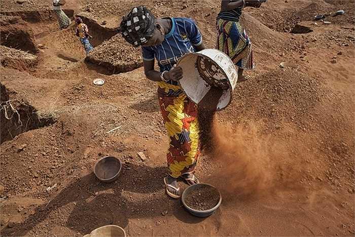 Mặc dù không có số liệu thống kê về số người lao động bị ảnh hưởng bởi các chất cyanide, thủy ngân, chì tại các hầm mỏ nhưng các hóa chất độc hại đã được sử dụng trong hơn một thế kỷ tại cộng đồng khai thác mỏ Bani.