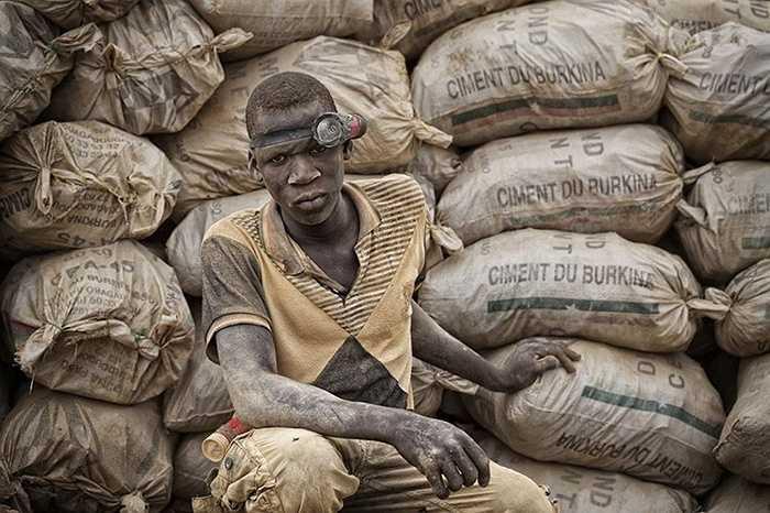 Điều đó có nghĩa rằng những các thợ mỏ ở Bani đang hứng chịu những tác dụng phụ nguy hiểm từ công việc khai thác mỏ của họ.