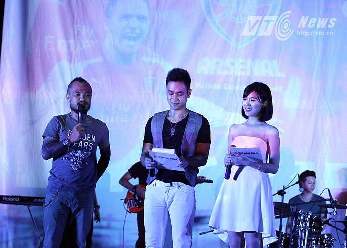 Trong khi đó, ca sĩ, nhạc sĩ Trần Lập bày tỏ tình yêu của mình dành cho MU.