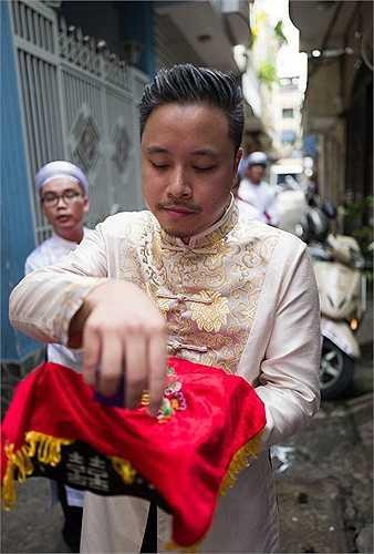 Victor Vũ sống ở nước ngoài từ nhỏ nên mọi lễ nghi anh đều làm theo gợi ý của gia đình vợ tương lai.