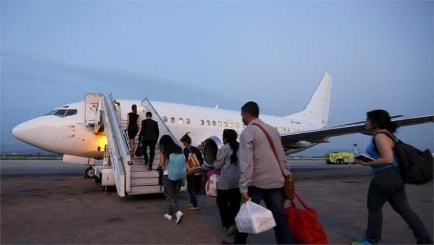 Ngoài các hoạt động thương mại, sân bay Bassel al-Assad hoạt động phục vụ mục đích quân sự.