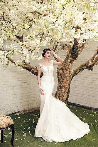 Giống như Hoa hậu Phạm Thị Hương, những nỗ lực không ngừng nghỉ của Lệ Hằng đã được đền đáp khi giành được danh hiệu Á hậu 2 tại Hoa hậu Hoàn vũ Việt Nam 2015.