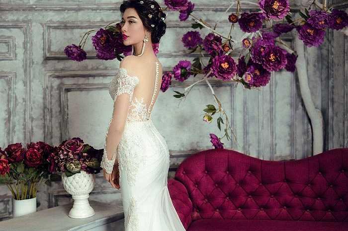 rong bộ ảnh thời trang mới, Á hậu Lệ Hằng khoe vóc dáng kiêu sa và quyến rũ với trang phục váy cưới lộng lẫy. Người đẹp khoe những đường cong sexy và thần thái sang trọng, lộng lẫy trong những trang phục váy cưới bằng chất liệu ren đính đá cầu kỳ.