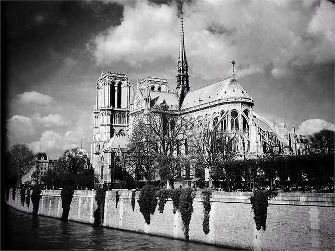 15.Paris (Pháp): Các nhà khảo cổ học cho rằng những người Parisii - một tộc người Celtic là nhóm người đầu tiên định cư ở Paris vào năm 250 TCN. Họ đã lập ra Île de la Cité, hiện là nhà thờ Đức Bà Paris