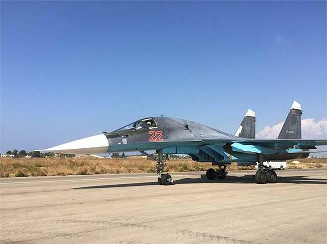 Chiến cơ Su-30 chuẩn bị cất cánh từ sân bay Hmeimim, Syria