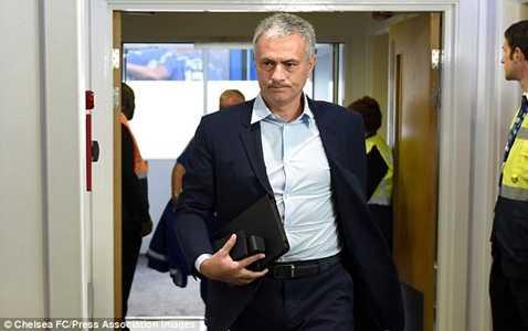 Mourinho vẫn sẽ ở lại Chelsea