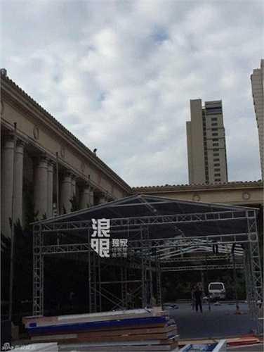 Khung rạp được dựng phía bên ngoài. Có thể thấy quy mô đám cưới của Huỳnh Hiểu Minh - Angelababy thuộc hàng cao cấp nhất Trung Quốc.