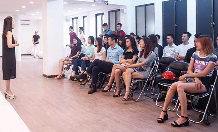 Buổi tuyển chọn thu hút rất nhiều người mẫu chuyên nghiệp cùng các gương mặt mới triển vọng