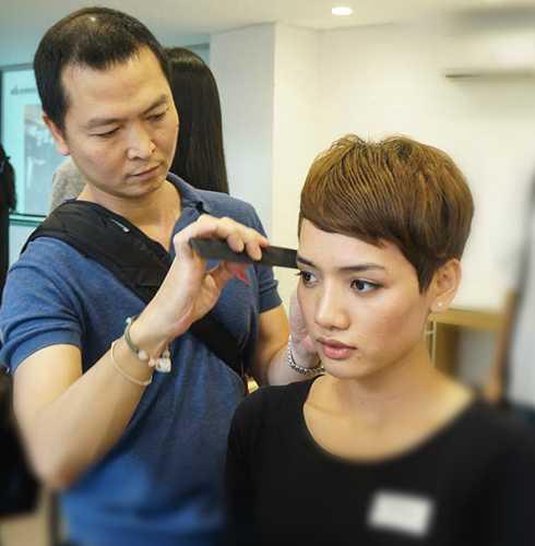 Tham dự buổi tuyển trọn, các người mẫu còn được nhà tạo mẫu Hoàng Minh Tâm cùng các chuyên gia của Học viện tóc Anh Quốc Allilon kiểm tra và tư vấn chăm sóc, tạo kiểu tóc đề phù hợp với khuôn mặt và phong cách của riêng mình.