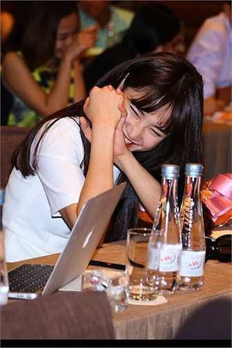 Nhã Phương bật cười vì Trường Giang không muốn mời cô - 'nữ hoàng phim bi' tham dự liveshow vì sợ xui.
