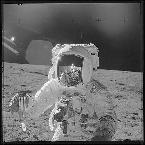 Apollo 17 đã phá vỡ nhiều kỷ lục trước đó như có thời gian dài nhất trong quỹ đạo Mặt Trăng, có mẫu vật lớn nhất mang về Trái Đất... (Nguồn: Sputniknews)