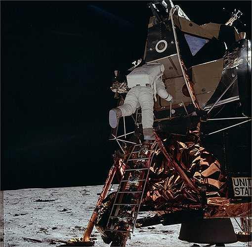 Apollo 11 đã đạt được kết quả vào ngày 20/7/1969 khi phi hành gia Neil Armstrong và Buzz Aldrin hạ cánh và đi trên bề mặt của Mặt Trăng. (Nguồn: Sputniknews)