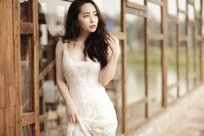 Trong lần tái xuất này, Quỳnh Nga sẽ đem đến cho khán giả một ca khúc nhạc dance sôi động và hướng tới hình ảnh một nữ ca sỹ sexy, gợi cảm