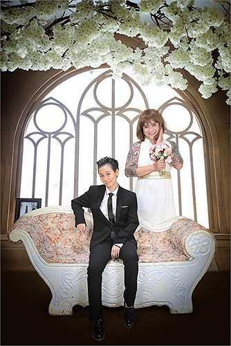 Ca sĩ Vũ Duy Khánh và DJ Tiên Moon quen nhau trong một lần đi ăn cùng danh hài Trường Giang. Nếu như lúc đầu, hai người chỉ coi nhau là những người anh em bình thường, thậm chí còn nhận kết nghĩa anh em thì chỉ vài tháng sau, tình anh em ấy bỗng nảy nở và trở thành tình yêu đôi lứa.