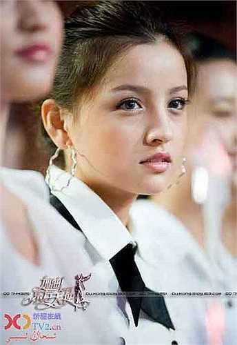 Theo thống kê, có tới 80% các cô gái người Duy Ngô Nhĩ có gương mặt V-line mà biết bao cô gái Á châu hằng mơ ước.