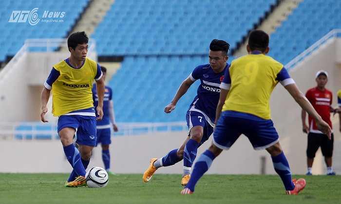 Trong thi đấu đối kháng nội bộ, so với các tiền đạo còn lại, cầu thủ quê Đô Lương luôn chơi đủ 90 phút.