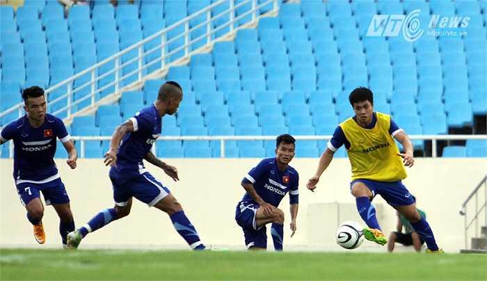 Với kỹ năng cơ bản được học từ Học viện HAGL Arsenal JMG, Công Phượng được xem là thích ứng tốt nhất với giáo án và cách chơi mới của đội tuyển Việt Nam.