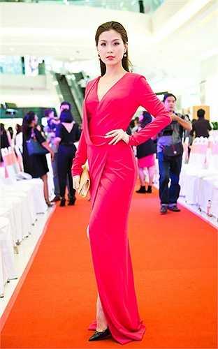 'Bà mẹ một con' cho biết, cô rất thích vẻ đẹp của Diễm Trang, mặc dù không gặp nhau quá nhiều nhưng vẻ đẹp sang trọng, đầy học thức của Á hậu luôn ấn tượng với cô.