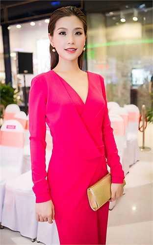 Đặc biệt cô rất thích street style của Diễm Trang khi chia sẻ trên trang cá nhân.