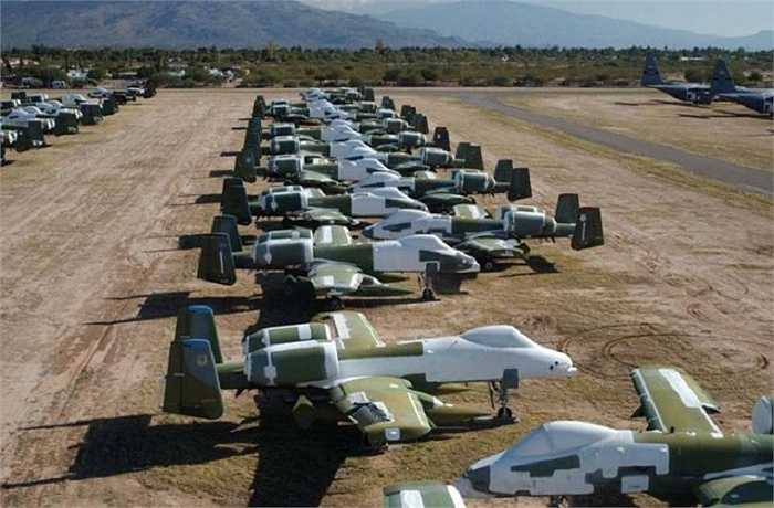 Hàng loạt cường kích 'Thần sấm' A-10 đã cũ